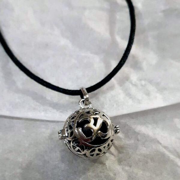 collier diffuseur en pierre de lave