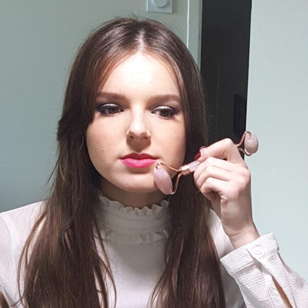 rouleau de massage visage quartz rose6 700x700