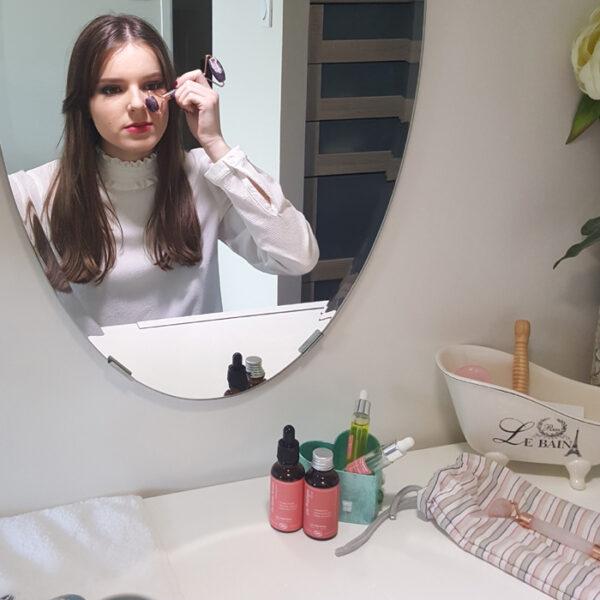 rouleau massage visage améthyste5 700x700